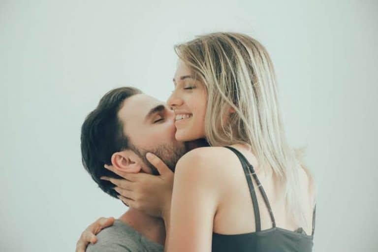 शारीरिक संबंध बनाने की सही उम्र